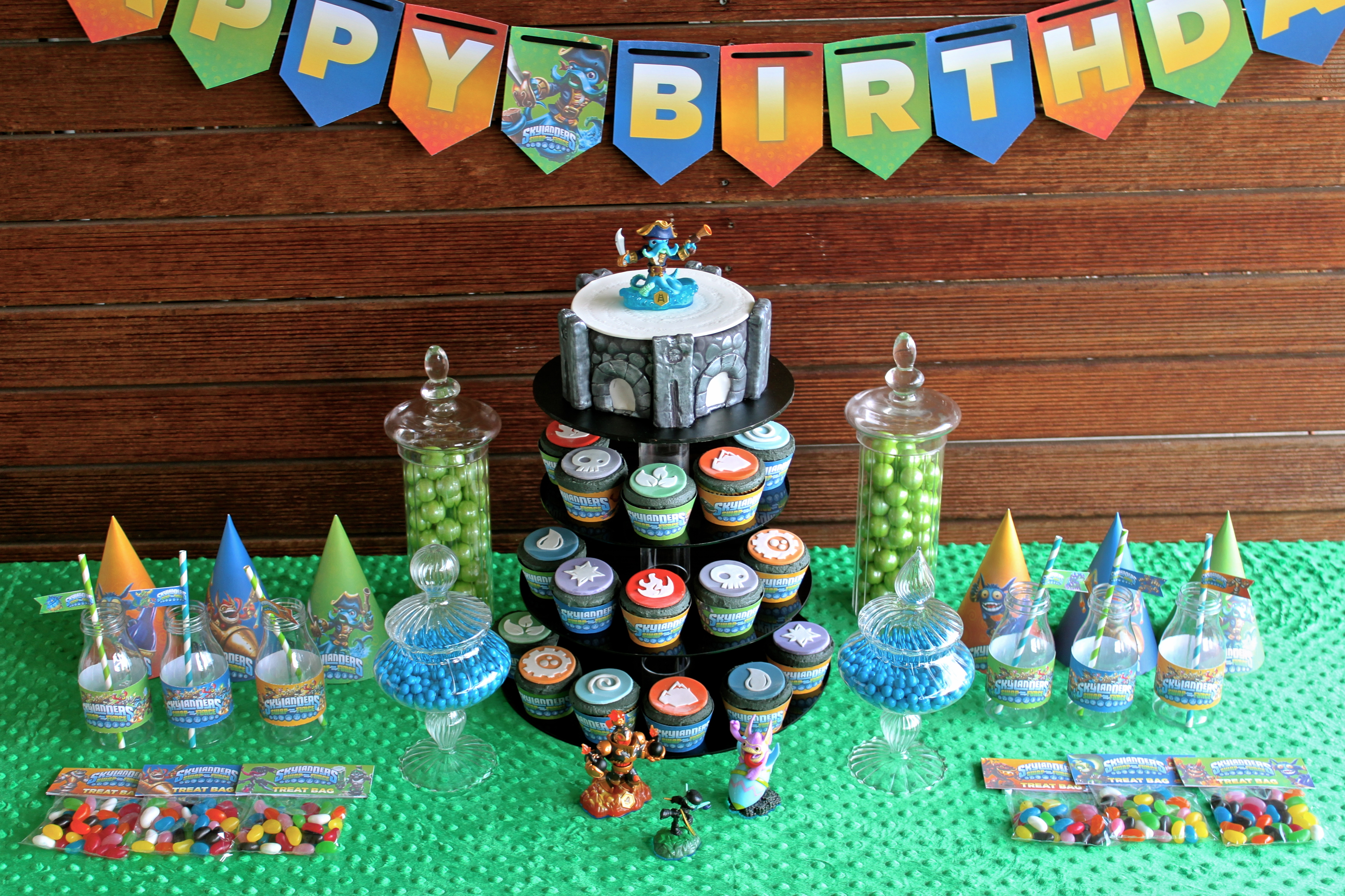 love how much these printables add to a party theme – simple jelly ...